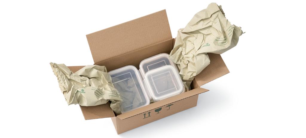 Colis de boites de rangement dans une boite en carton avec papier de calage